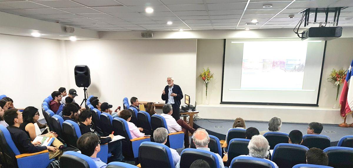 Seminario internacional del Departamento de Ingeniería Industrial abordó la innovación como un desafío para las universidades.