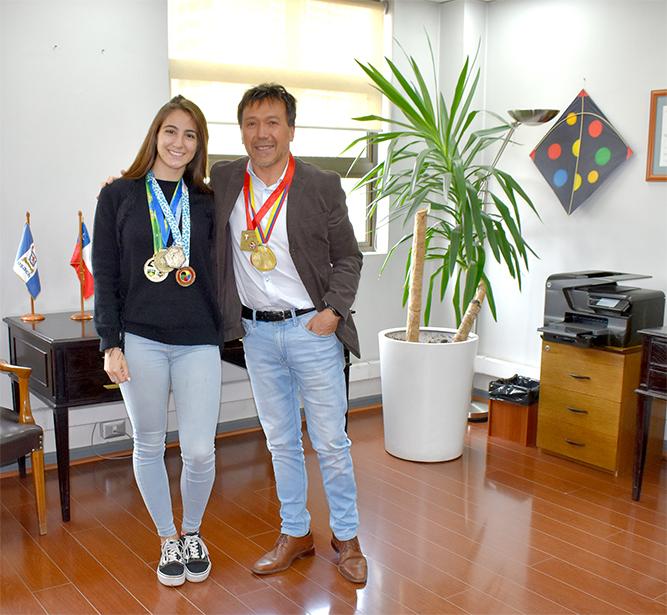 (Español) Director del Departamento de Ingeniería Industrial recibe a estudiante de Ingeniería Civil Industrial ganadora de oro en panamericano de karate