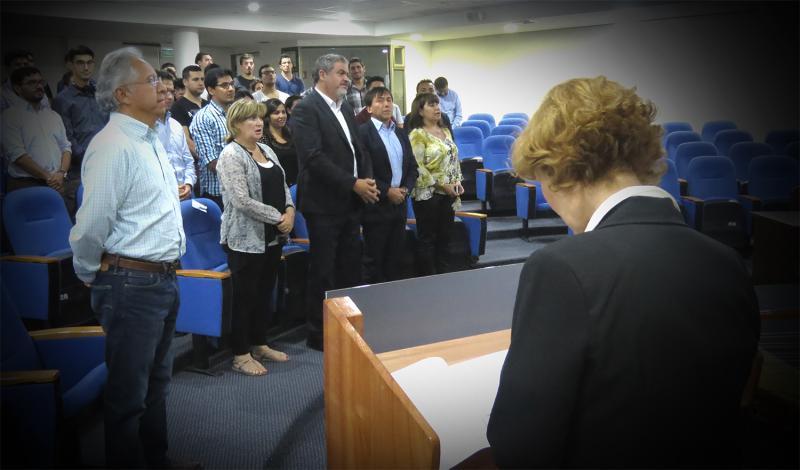 Estudiantes de pregrado del programa especial vespertino reciben bienvenida de autoridades del DIIND