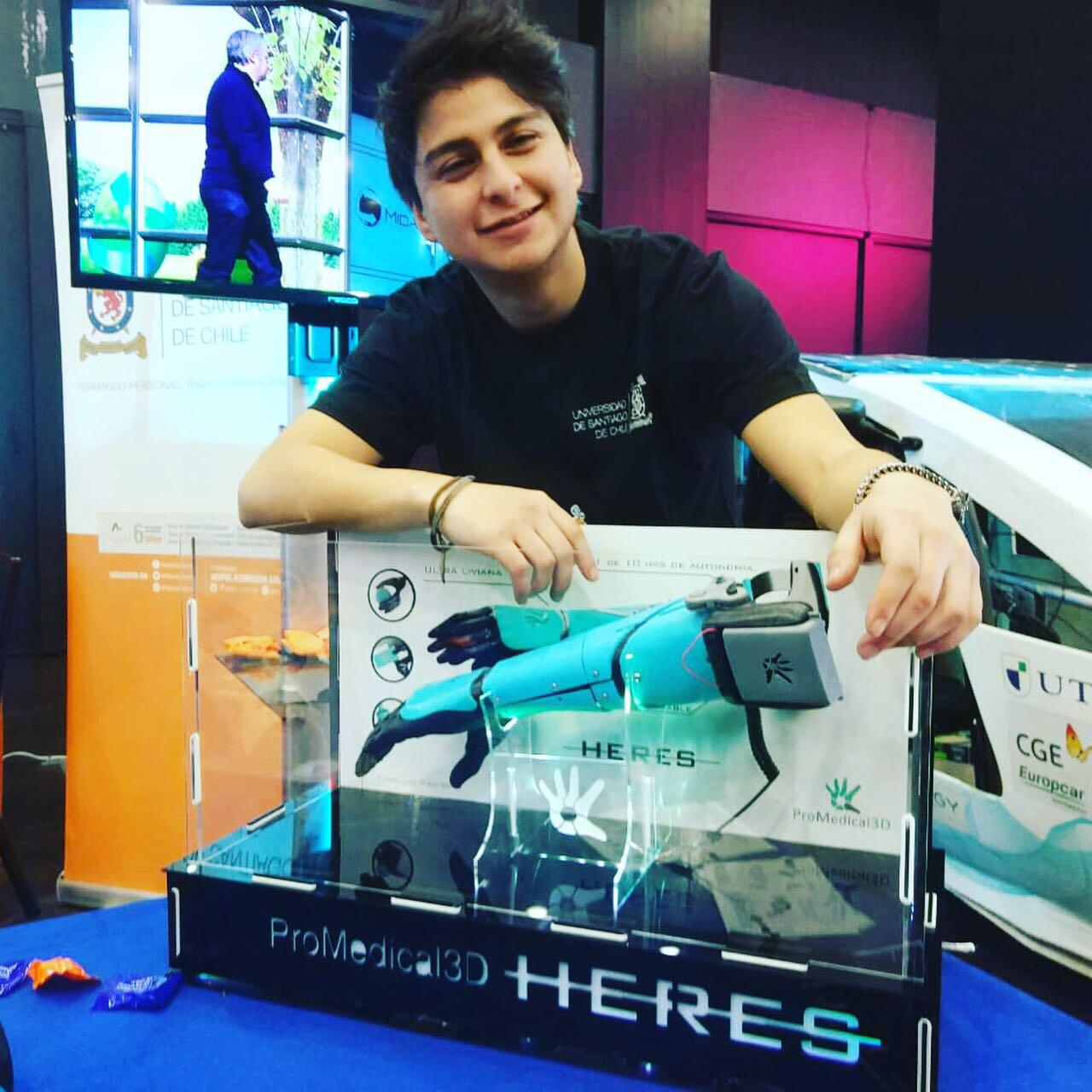 Leind participa en feria robótica con su grupo de makers, mostrando proyectos tecnológicos desarrollados por sus estudiantes